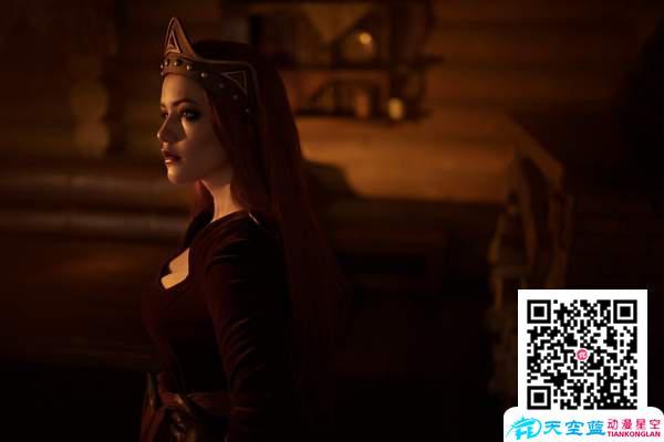国外美女Cos《巫师》雅妲 美艳又狠辣的吸血公主